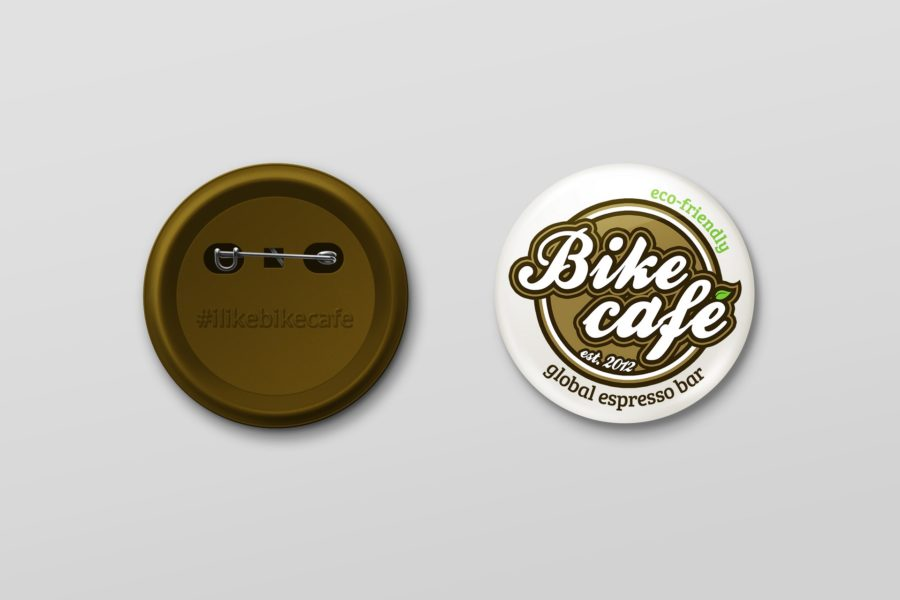 Badge z logotypem marki Bike café
