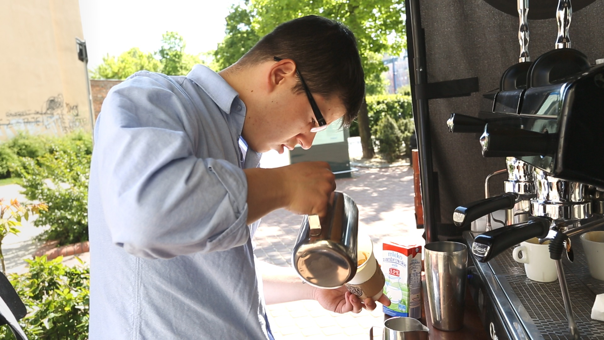 Michał - barista rowerowej kawiarni Bike café